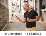 urban professional man using...   Shutterstock . vector #485338018