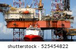 offshore oil rig drilling... | Shutterstock . vector #525454822