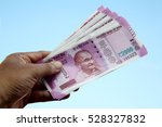 close up of indian 2000 rupee...   Shutterstock . vector #528327832