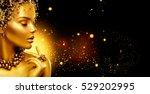 Gold Woman Skin. Beauty Fashio...