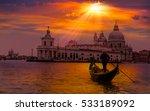 venetian gondolier punting... | Shutterstock . vector #533189092