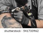 Tattoo Master In Black Gloves ...