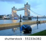 tower bridge  couple with... | Shutterstock . vector #552336382