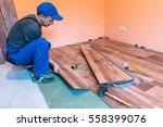 worker  master  install the...   Shutterstock . vector #558399076