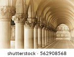 doge's palace on san marco... | Shutterstock . vector #562908568