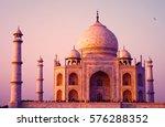 Magnificent Taj Mahal In Agra ...