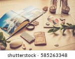 travel clothing accessories... | Shutterstock . vector #585263348