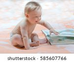 baby with atlas maps of the... | Shutterstock . vector #585607766