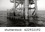 boat landing on oil and gas... | Shutterstock . vector #622922192