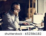 businesspeople answering the...   Shutterstock . vector #652586182