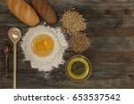 bread and bake with spices on... | Shutterstock . vector #653537542