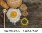 bread and bake with spices on... | Shutterstock . vector #653537632