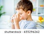 child drinks water | Shutterstock . vector #655296262