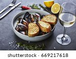 mussels in white wine sauce... | Shutterstock . vector #669217618