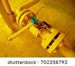 Small photo of Pro lock used for lock closed-lock open of manual valve isolation oil and gas process offshore platform.Special tool for isolate energy.