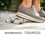 woman at the walk stepped on... | Shutterstock . vector #725245222