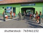 "Small photo of welcoming party for pangdam Diponegoro. ""bela negara"" at batalyon 15 arhanudse Semarang. Anti air unit. over 100 college student were participate. october 2014."