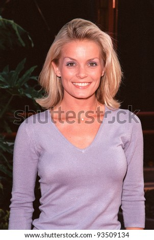 "10AUG99: ""Baywatch"" star KELLY PACKARD at the Los Angeles premiere of  ""Bowfinger"" which stars Eddie Murphy & Steve Martin.  Paul Smith / Featureflash - stock photo"