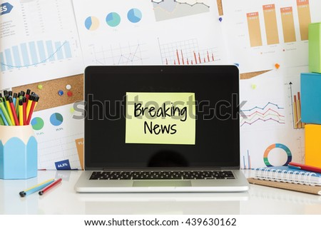 BREAKING NEWS sticky note pasted on the laptop screen - stock photo