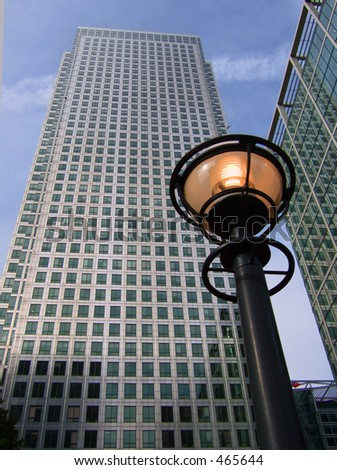 1 Canada Square in London's Canary Wharf, with lamp in 2005 - stock photo
