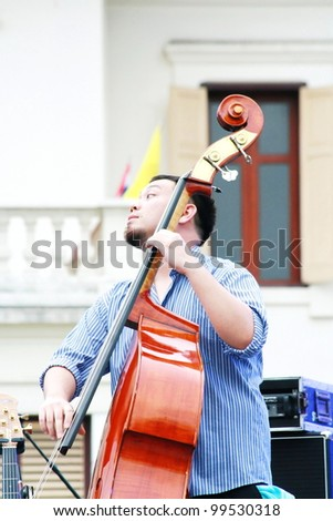 CHIANG MAI,THAILAND-APRIL 7:Unidentified musician perform at 3kings monument  on the Chiang Mai Fest&Art on the street festival,On April 7, 2012 in Chiang Mai, Thailand.