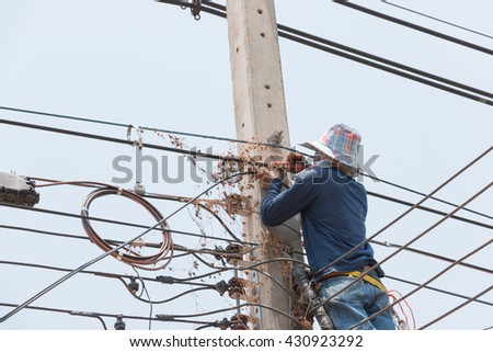 Electrician works in the height