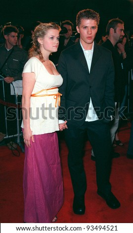 "25FEB99:  Actress REESE WITHERSPOON & actor boyfriend RYAN PHILLIPPE at the premiere of their new movie ""Cruel Intentions"" in which they star with Sarah Michelle Gellar.  Paul Smith / Featureflash"