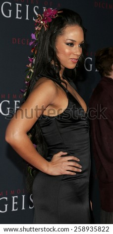 "12/04/2005 - Hollywood - Alicia Keys attends the ""Memoirs of a Geisha"" Los Angeles Premiere at the Kodak Theatre in Hollywood, California, United States.  - stock photo"
