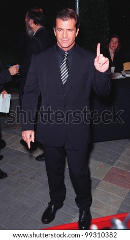 """28JAN99:  Actor MEL GIBSON at the world premiere, in Los Angeles, of his new movie """"Payback"""" in which he stars with Maria Bello, Deborah Kara Unger & Lucy Liu.  Paul Smith / Featureflash - stock photo"""