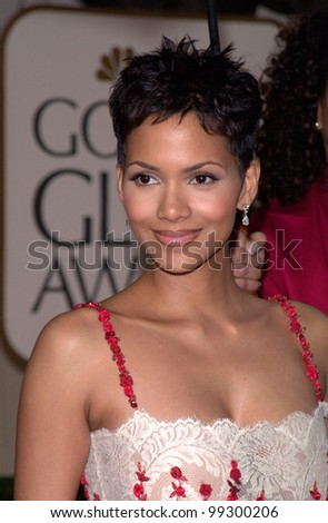 23JAN2000:  Actress HALLE BERRY at the Golden Globe Awards in Beverly Hills.  Paul Smith / Featureflash - stock photo