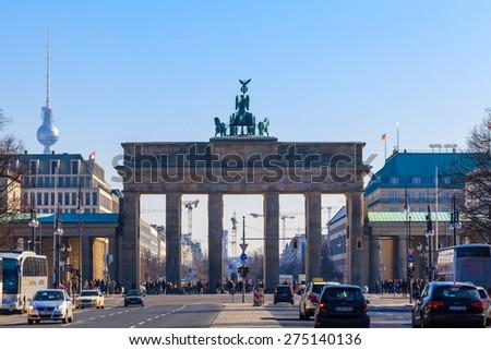 19 March 2015 - BERLIN: the Strasse des 17. Juni, Brandenburger Tor (Brandenburg Gate), Berlin-Tiergarten. - stock photo