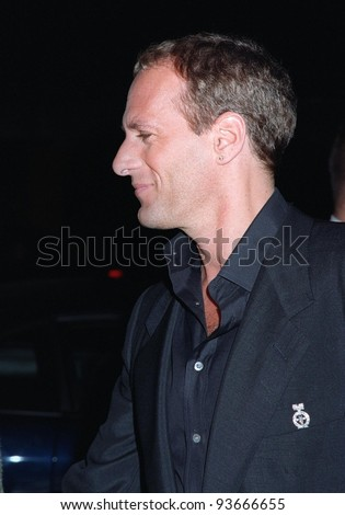 15NOV97:  Pop star MICHAEL BOLTON shows off his new short haircut at the CableACE Awards in Los Angeles. - stock photo