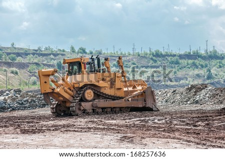 picture of a big yellow bulldozer in open cast mine