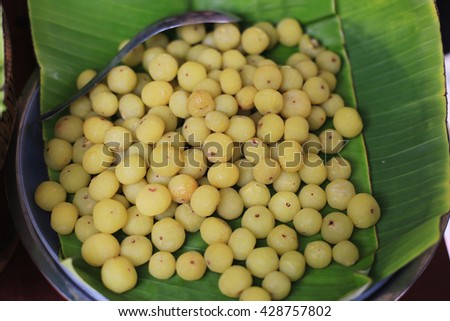 Preserved fruits of  tropical country  such as gooseberry  strawberries, banana, mango , tamarind, grapefruit peel .