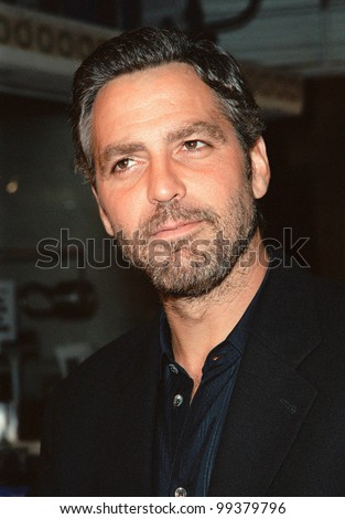 """27SEP99: Former """"ER"""" star GEORGE CLOONEY at the world premiere, in Los Angeles, of his new movie """"Three Kings"""" in which he stars with Mark Wahlberg & Ice Cube.  Paul Smith / Featureflash - stock photo"""