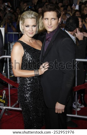 "16/11/2009 - Westwood - Jennie Garth and Peter Facinelli at the Los Angeles Premiere of ""The Twilight Saga: New Moon"" held at the Mann Village Theater in Hollywood, California, United States."