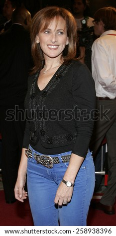"12/06/2005 - Westwood - Marlee Matlin attends the ""The Family Stone"" Los Angeles Premiere at the Mann Village Theater in Westwood, California, United States."