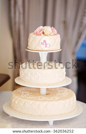a beautiful wedding cake decorated with roses