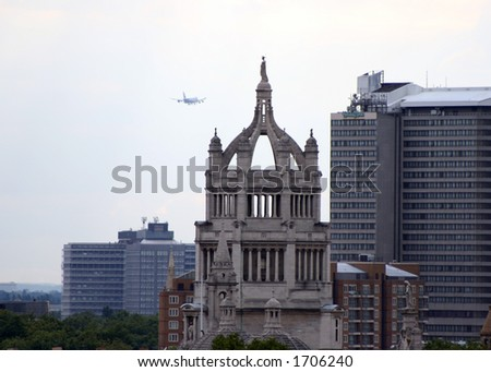 A Boeing 747 on approach to Heathrow airport over the city of London - stock photo