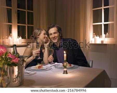 Candlelight dinner stock photos images pictures - Como preparar una noche romantica ...