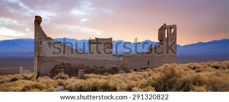 A Crumbling Structure Overlooking The Amargosa Valley At Rhyolite Nevada, USA, An Abandoned Town Near Death Valley