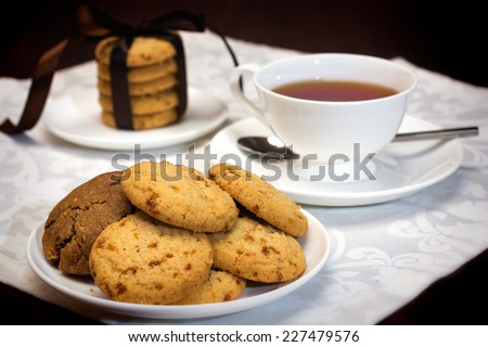 A cup of tea with cookies