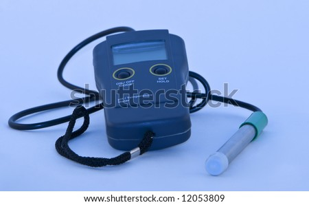 A device for measuring the pH and temperature.