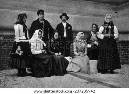 A family group of immigrants just arrived in America. c.1902. - stock photo