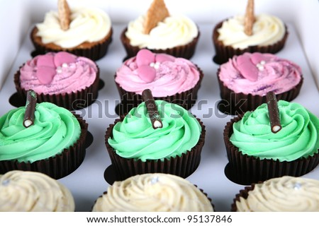 A freshly baked tray of cupcakes