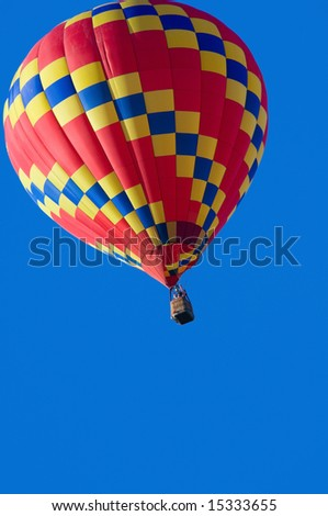 A hoit air balloon in front of a blue sky with copy space