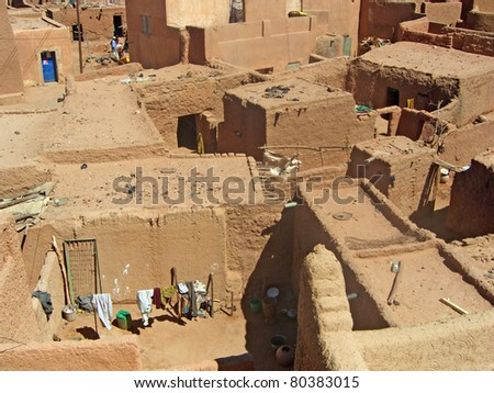A horizontal overview of mud and stone housing in Agadez, Niger - stock photo