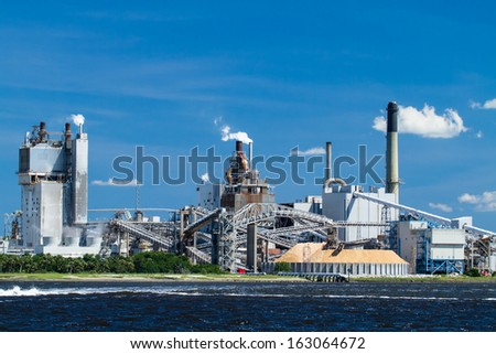 A large paper mill located on the Amelia River in Fernandina Beach, Florida. - stock photo