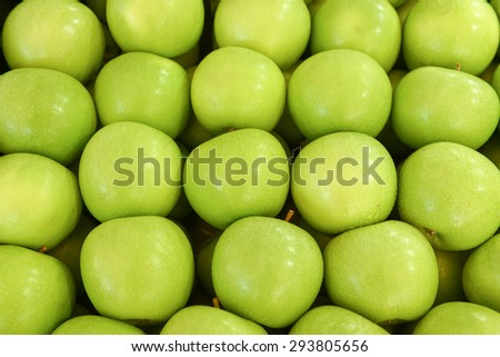 a lot of neatly folded clean green apples