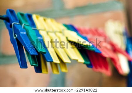 a lot of plastic clothespins